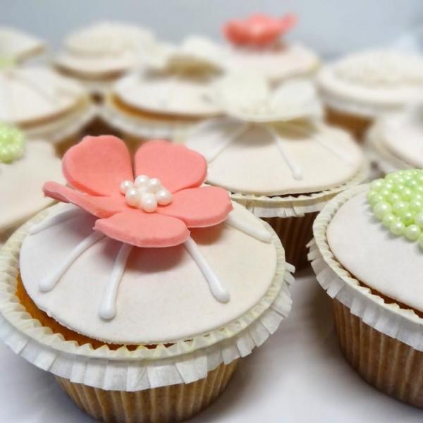 emeral-bakery-pastry-shop-corfu-gamos-baptisi-cupcakes