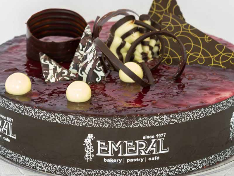 emeral-bakery-pastry-shop-corfu-tourtes-red-velvet