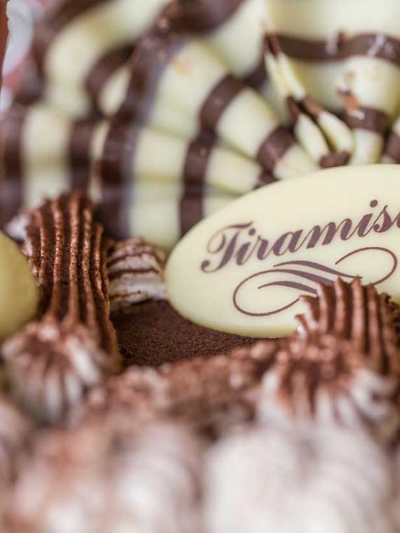 emeral-bakery-pastry-shop-corfu-tourtes-tiramisu