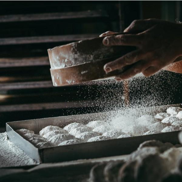 emeral-bakery-pastry-shop-gluka-epoxiaka-kourampiedes